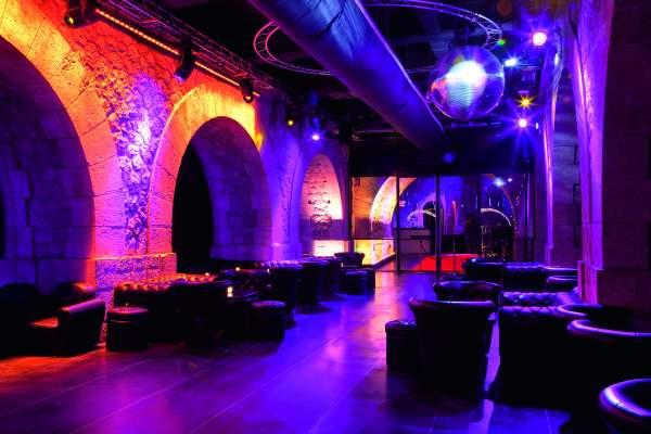 Clubul este unul dintre cele mai exclusiviste din Paris si este situat intr-un loc cel putin spectaculos. Foto: Amélie Dupont  viata de noapte in paris Viata de noapte in Paris showcase foto amelie dupont