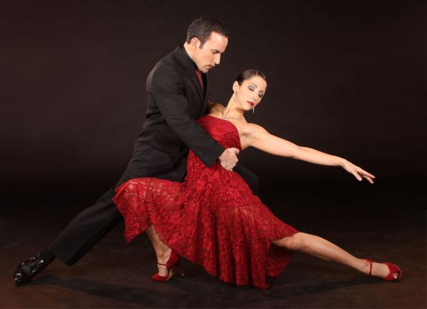 Daca vrei sa inveti sa dansezi tango, este suficient sa deprinzi cateva miscari de baza si sa te lasi in ritmul muzicii