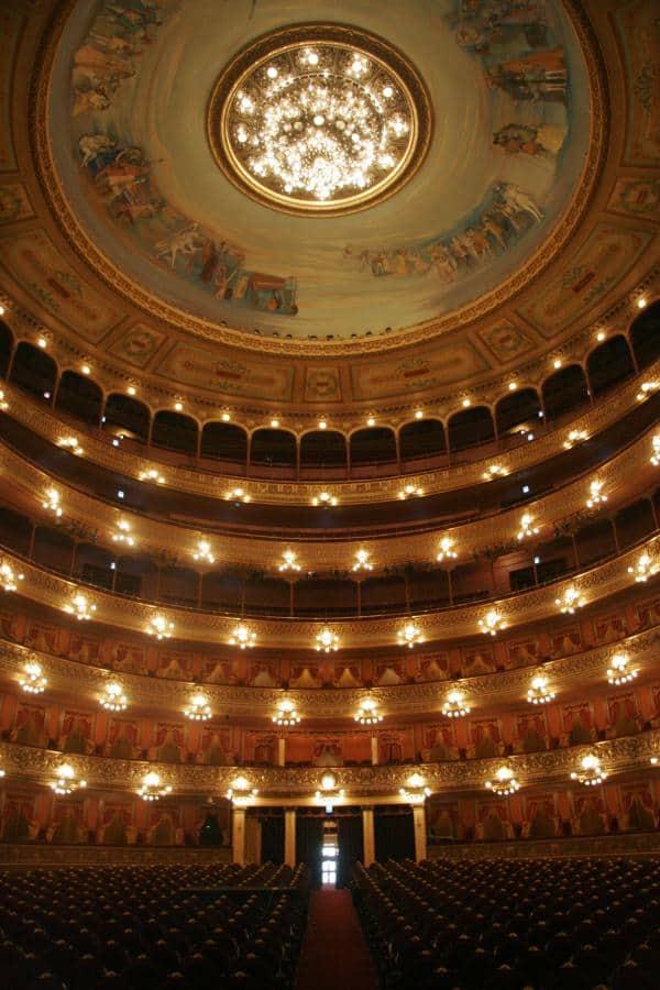 Teatrul Colon, care este, de asemenea, sediul Operei din Buenos Aires, este considerat a fi printre cele mai bune, din punct de vedere acustic, cinci cladiri din lume. Foto: Estrella Herrera