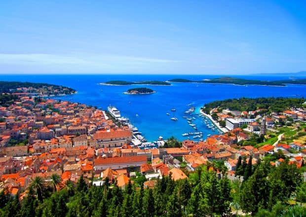Distractie la un pas de Split: insula Hvar