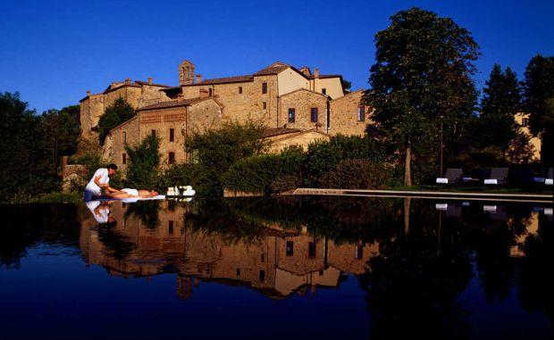 Lux toscan la Castel Monastero.