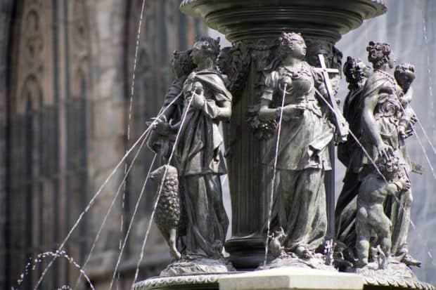 Virtuti, virtuti...  Cele mai indecente fantani arteziene din lume Fountain Of The Virtues