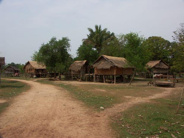 Traieste ca un localnic in satele Katang! Top 10 aventuri in Laos Katang