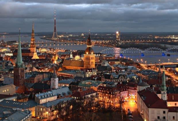 Riga vazuta de sus intareste ideea unui oras extrem de frumos  Ce poti face in Riga, capitala Letoniei riga de sus