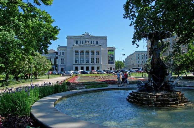 Parcurile din Riga sunt la fel de frumoase ca orasul in sine  Ce poti face in Riga, capitala Letoniei riga parc