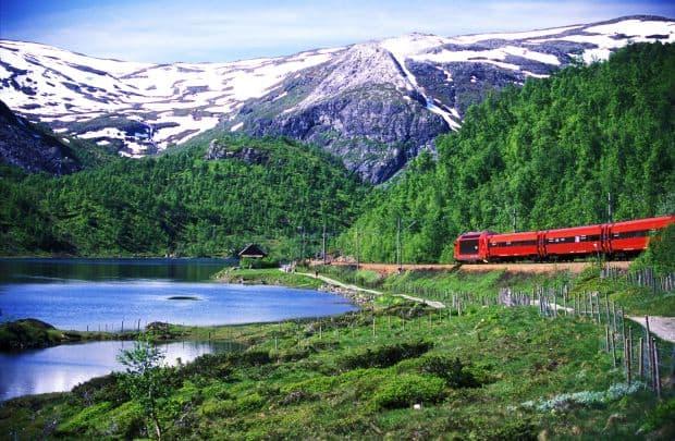 Oslo - Bergen, o ruta feroviara de neratat