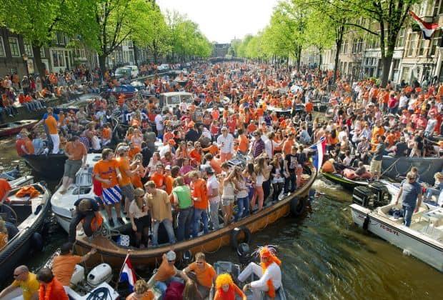 Ziua Reginei amsterdam Atractii turistice alternative in Amsterdam queen