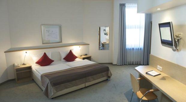 Hotel Domus Ku'Damm  Periplu prin Europa, pentru trup si pentru spirit! (P) Hotel Domus KuDamm