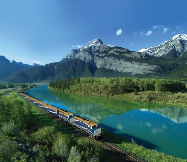Rocky Mountaineer Cele mai frumoase rute de cale ferata din lume Cele mai frumoase rute de cale ferata din lume Rocky Mountaineer