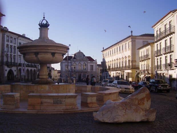 OLYMPUS DIGITAL CAMERA Evora, inima provinciei portugheze Alentejo Evora, inima provinciei portugheze Alentejo evora1