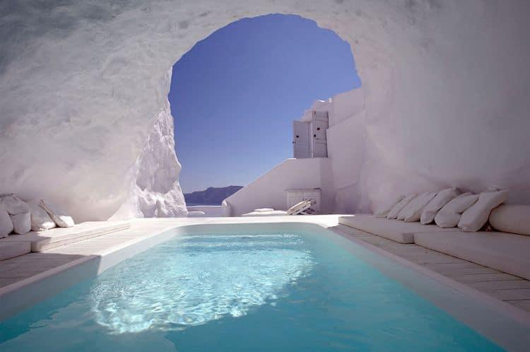 Santorini, piscina in pestera. Foto: Katikies Hotels