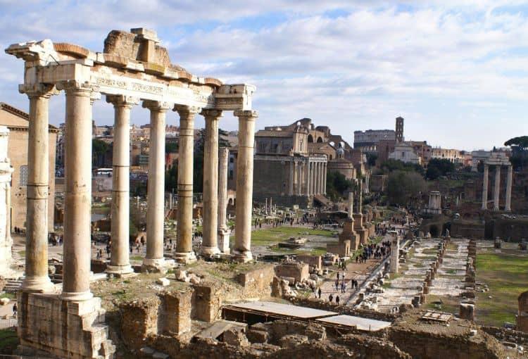 Ave Caesar! 20 de lucruri obligatoriu de facut in italia (2) 20 de lucruri obligatoriu de facut in Italia (2) ruine roma