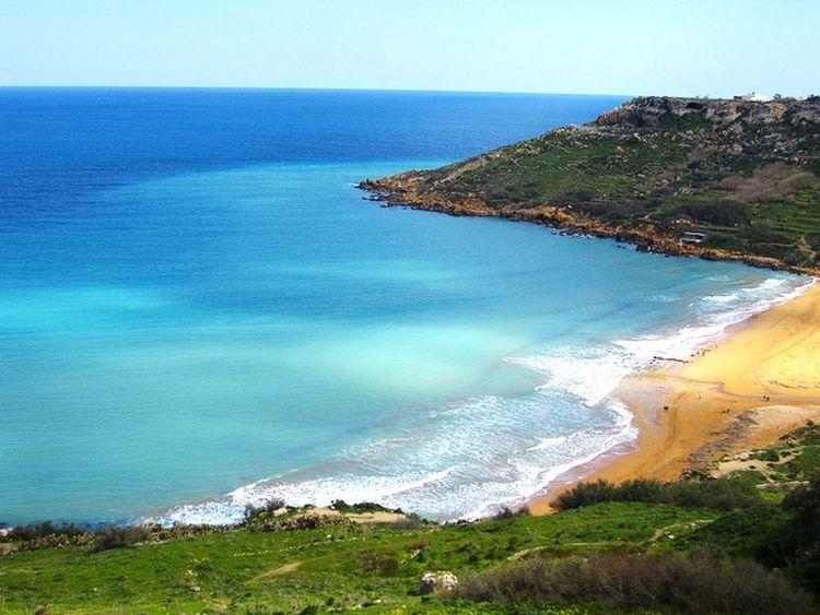 beach malta Top 10 atractii turistice in Malta beach
