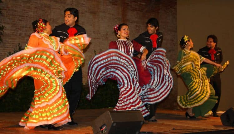 Coloratul dans al palariei mexicane