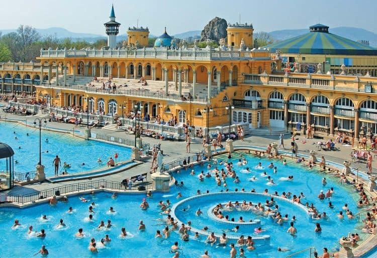 Ungaria ofera servicii medicale excelente, gratie si numeroaselor bai termale super-amenajate