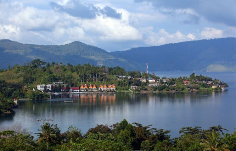 toba indonezia Top 10 atractii turistice in Indonezia toba