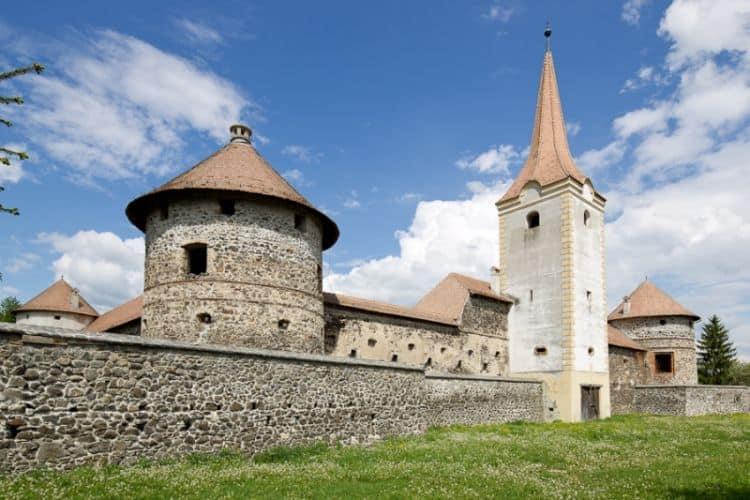 Sükösd-Bethlen rupeaturistica castele romania Top 10 cele mai frumoase castele din Romania S  k  sd Bethlen rupeaturistica