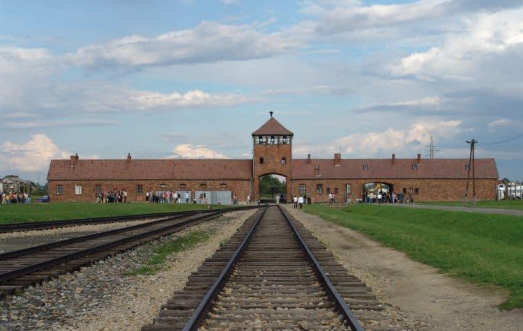 Auschwitz-Birkenau polonia Top 10 atractii turistice din Polonia Auschwitz Birkenau