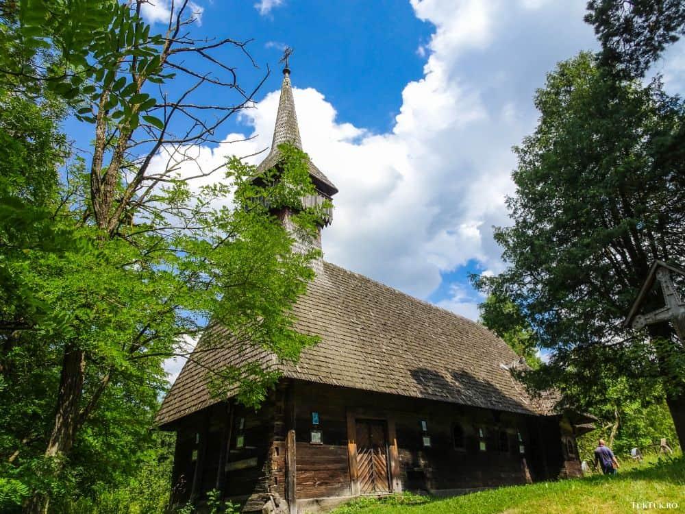 Biserica Sfinții Arhangheli din Breb, frumoasă și misterioasă