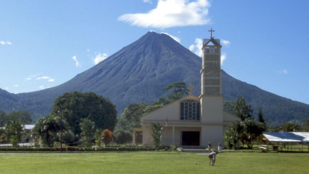 Fortuna și vulcanul Arenal
