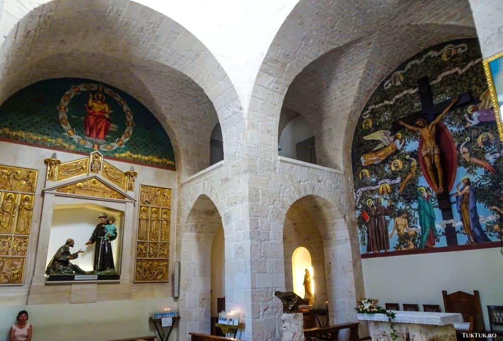 În Biserica Sf. Antonio din Alberobello