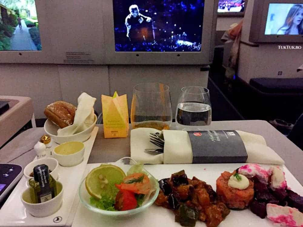 Mâncare bună, confort și entertainment la Business Class Turkish Airlines