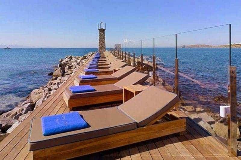 santorini vs mykonos Santorini sau Mykonos? Ce destinație ai alege pentru această vară? Hotel Mykonos