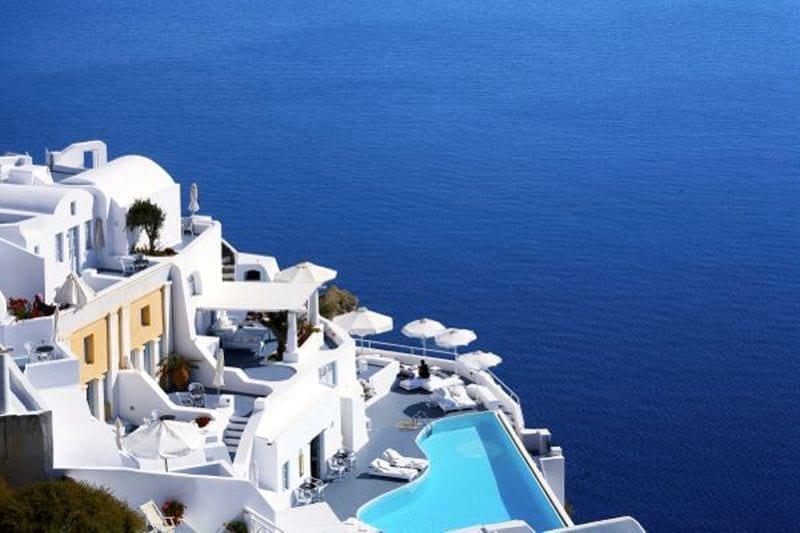 santorini vs mykonos Santorini sau Mykonos? Ce destinație ai alege pentru această vară? Hotel Santorini