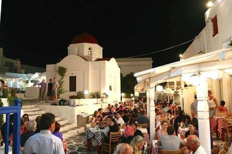 santorini vs mykonos Santorini sau Mykonos? Ce destinație ai alege pentru această vară? Restaurant Mykonos