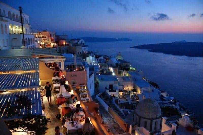 santorini vs mykonos Santorini sau Mykonos? Ce destinație ai alege pentru această vară? Restaurant Santorini