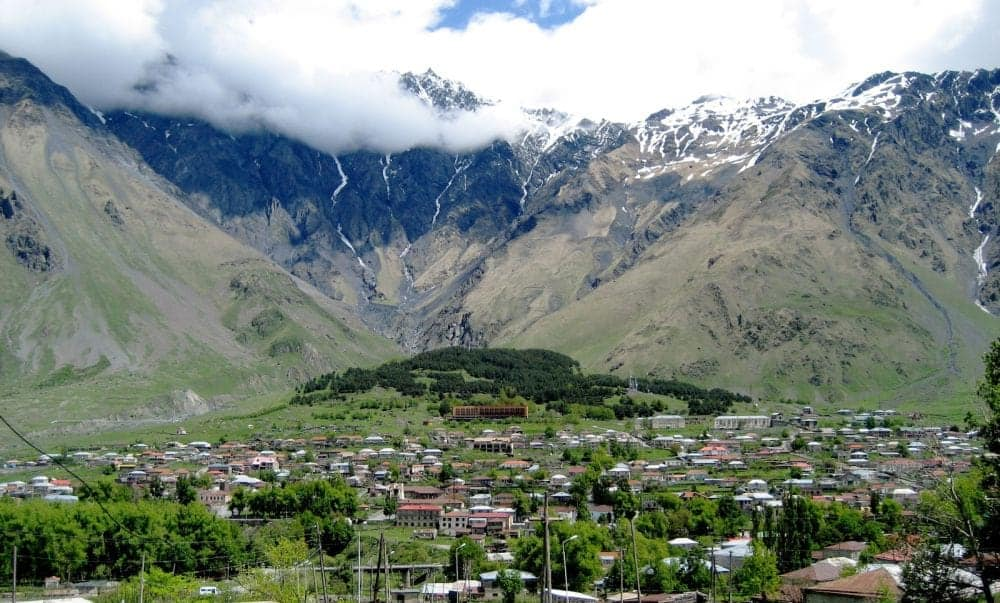 georgia 11 motive pentru a vizita Georgia Kazbegi village httplivingrootless