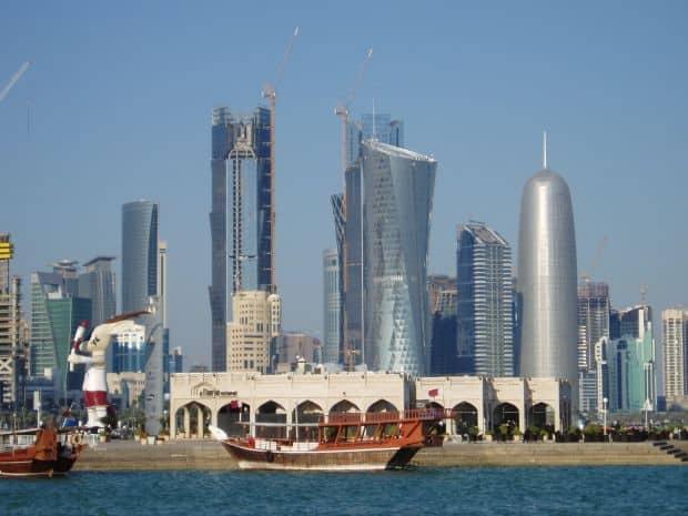 Qatar, o tara in care se construieste de zor pentru a fi la inaltimea vecinilor