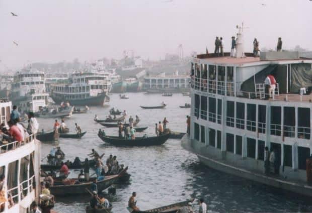 Nu e o pictura, e portul Sadarghat din Dhaka