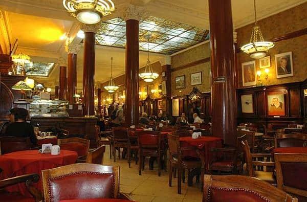 Cafe Tortoni este cea mai veche cafenea din Buenos Aires si locul unde vei simti cel mai bine spiritul orasului