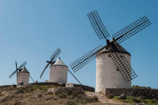 Consuegra este chiar locul in care Don Quijote s-a luptat cu morile de vant