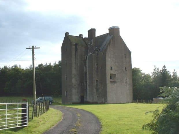 Pare bantuit de fantome, dar nu e: Castle of Park