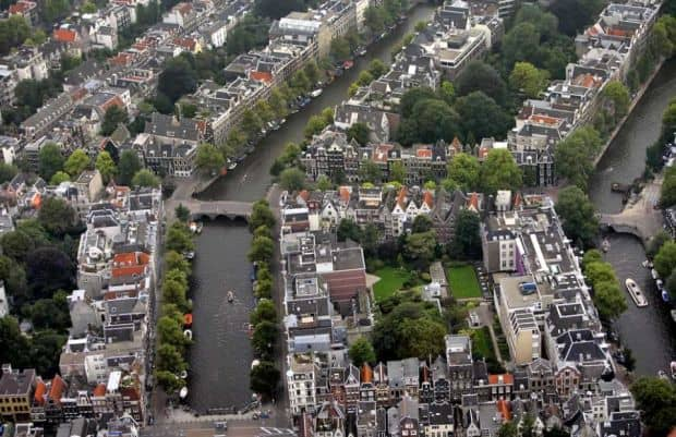 O plimbare pe langa canalele din Amsterdam e o desfatare