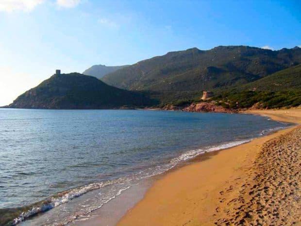 Porto Ferro, poate cea mai normal colorata plaja din aceasta serie