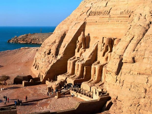 Egiptenii se mandresc cu Abu Simbel