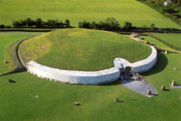 Anticul mormant de la Newgrange
