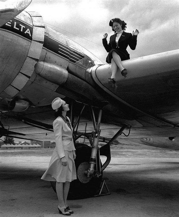 Costumele stewardeselor de la Delta Airlines, in 1940-42