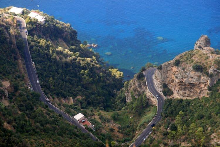Condusul pe Coasta Amalfi - adrenalina pura