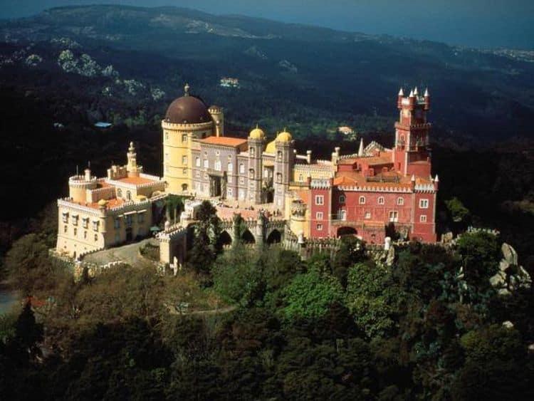 Spectaculosul palat din Sintra