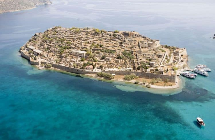 Insula Spinalonga, taram incarcat de istorie