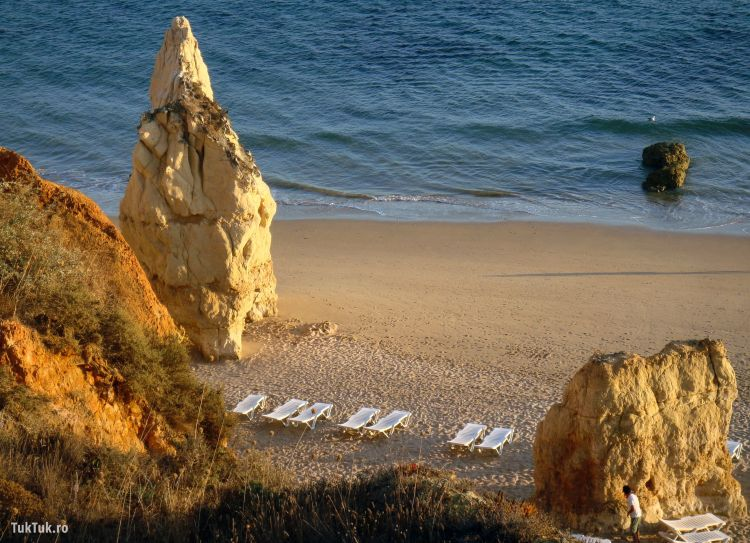 "Imagine definitorie pentru ""Plaja cu stanci"""