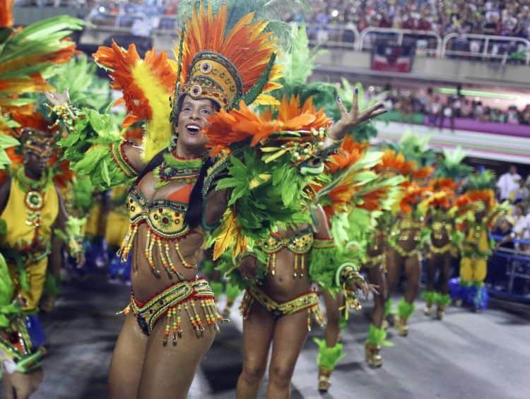 Carnavalul de la Rio, cel mai cunoscut eveniment la care participa scolile braziliene de samba
