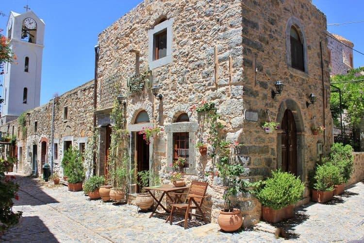 Farmecul caselor de piatra din oraselul Mesta [Foto: doyouspeakgossip.com]