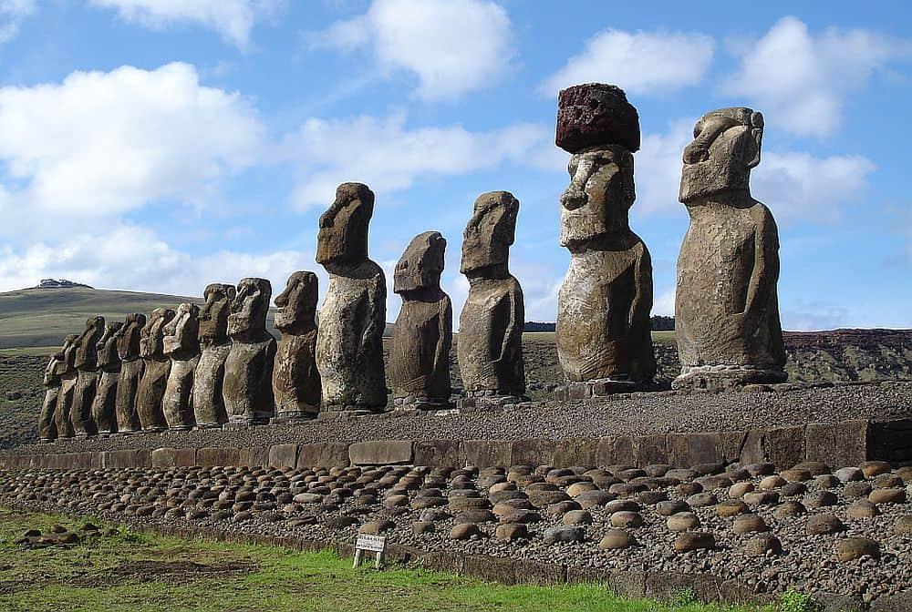Celebrele statui moai, din Insula Paștelui