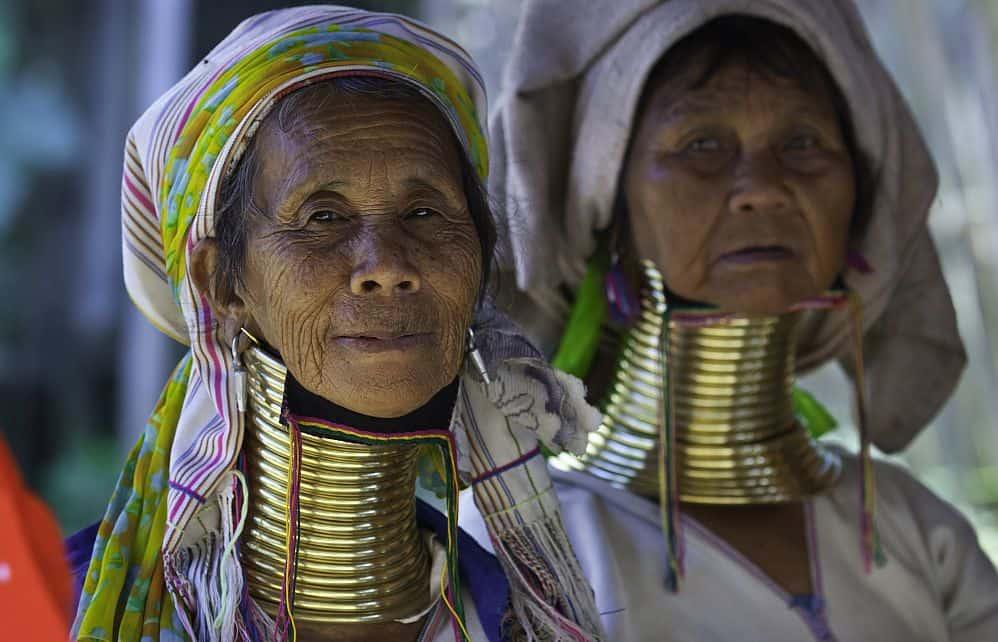 Femei din tribul Karen [Foto via layersofthailand.com]