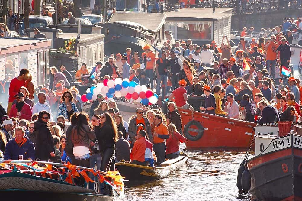 Amsterdam, sau cum să petreci până la epuizare de ziua Regelui